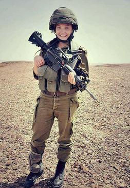 سرباز زن اسراییل که گفته می شود النجار به شلیک او به شهادت رسیده است.