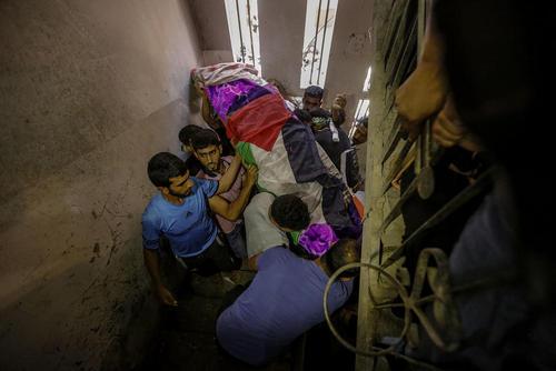 مراسم تشییع پیکر رزان النجار در روز شنبه در باریکه غزه