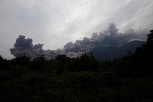 دستکم 25 کشته در فوران آتشفشان