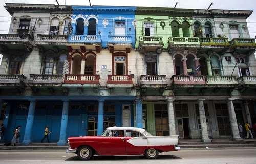 خودروهای قدیمی آمریکایی در خیابانهای شهر هاوانا کوبا/ آسوشیتدپرس