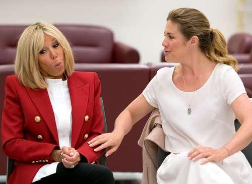 همسران رییس جمهوری فرانسه و نخست وزیر کانادا در بازدید از مدرسهای در کبک کانادا در حاشیه نشست سران گروه هفت کشور صنعتی جهان در کبک کانادا