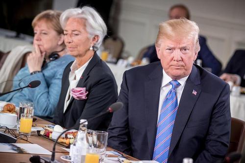 ترامپ در صبحانه کاری روز دوم نشست سران گروه هفت کشور صنعتی جهان در کبک کانادا/عکس: خبرگزاری آلمان