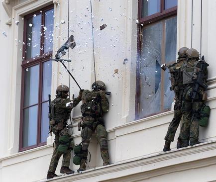 مانور نیروهای ضد تروریستی آلمان/ درسدن
