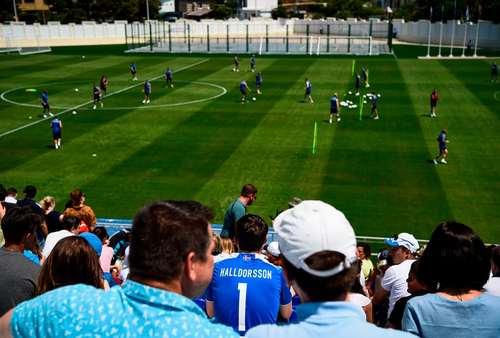 تمرین تیم ملی فوتبال ایسلند در استادیومی در شهر کاباردینکا در روسیه/ خبرگزاری فرانسه