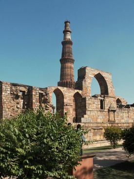 منار قطب و بقایای مسجد قوه الاسلام