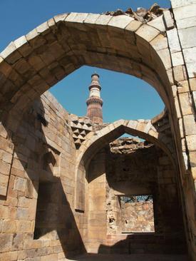 باقی مانده مسجد قوه الاسلام در مجموعه منار قطب