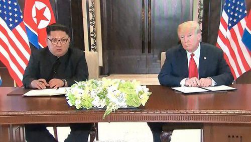 امضای توافق تاریخی بین ترامپ و کیم جونگ اون