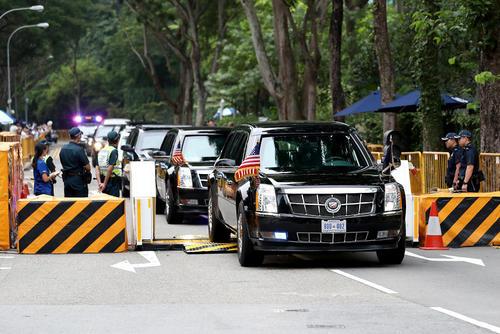 کاروان خودرویی حامل ترامپ در سنگاپور