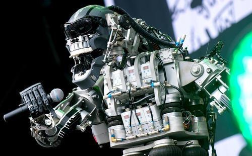 اجرای موسیقی از سوی گروه موسیقی روباتی