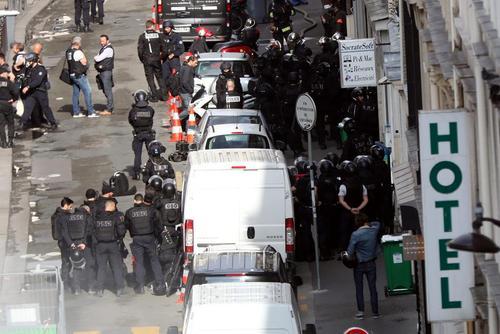 صحنهای از گروگانگیری چند ساعته روز سه شنبه در مرکز پاریس