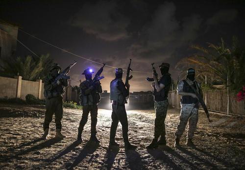 نیروهای نظامی گردان عزالدین قسام – شاخه نظامی حماس- در مرز باریکه غزه و اسراییل
