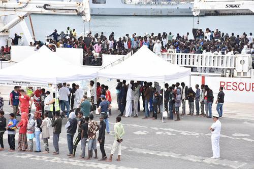 اخراج 900 پناهجوی آفریقایی از جزیره سیسیل ایتالیا