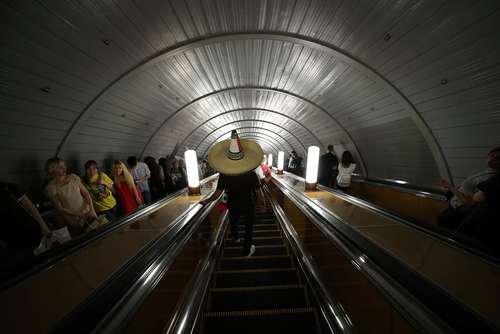 استفاده طرفداران فوتبال از ایستگاه های مترو شهر مسکو روسیه/ رویترز