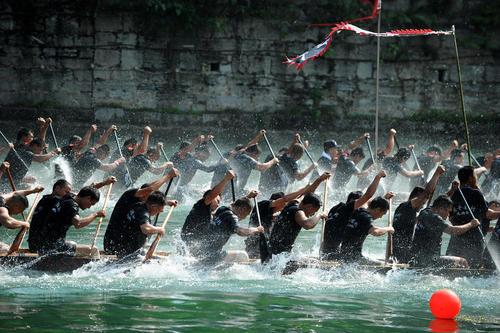 جشنواره مسابقات قایقرانی اژدها در چین