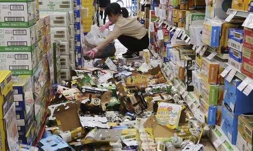 خسارات زلزله به فروشگاهی در شهر اوزاکا ژاپن/ رویترز