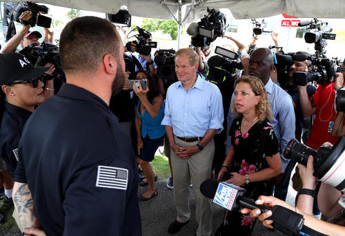 ممانعت ماموران از ورود یک سناتور و یک نماینده کنگره آمریکا به مرکز نگهداری بیش از هزار کودک جدا شده از والدینشان در فلوریدا آمریکا