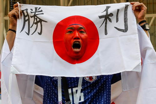 شادمانی طرفداران تیم ملی فوتبال ژاپن از پیروزی 2 بر 1 این تیم مقابل کلمبیا در بازیهای جام جهانی روسیه؛ شهر سارانسک روسیه/ ایتارتاس