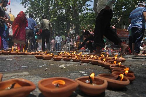 جشنواره آیینی هندوها در معبدی در سرینگر کشمیر