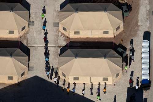 اردوگاه اسکان موقت فرزندان مهاجران غیرقانونی وارد شده به خاک آمریکا در مرز مکزیک/ رویترز