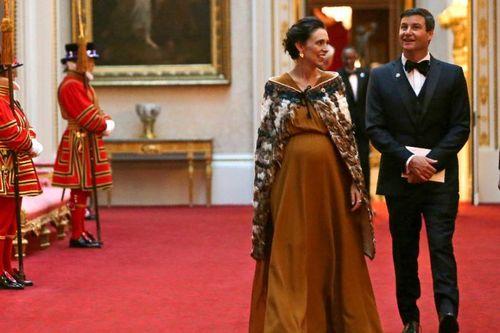 جسیندا آردرن و همسرش در آوریل سال جاری میلادی در کاخ باکینگهام در لندن/ عکس: رویترز