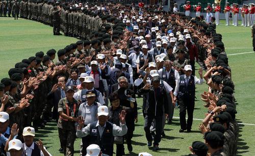 تجلیل از کهنه سربازان جنگ دو کره در شصت و هشتمین سالگرد آغاز جنگ دو کره در کره جنوبی