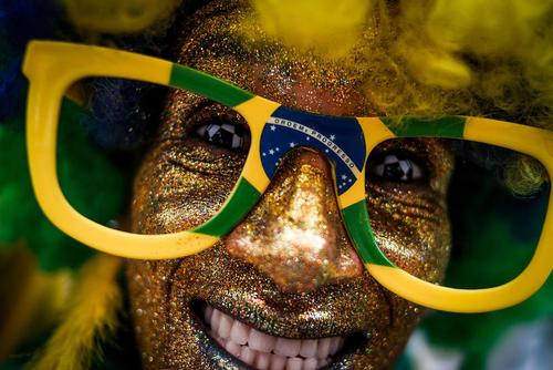 هواداران پرشمار تیم ملی فوتبال برزیل در شهر سائوپائولو شادمان از برتری تیم ملی این کشور بر کاستاریکا در دقایق پایانی بازی در جام جهانی روسیه