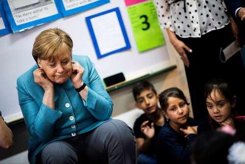 بازدید آنگلا مرکل صدر اعظم آلمان از یک مدرسه پرستاری در جریان سفر دو روزهاش به بیروت