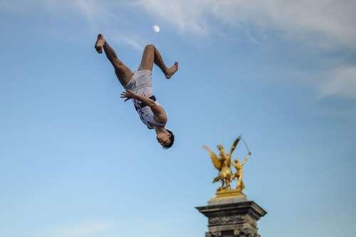 یک ورزشکار فرانسوی در حال نمایش