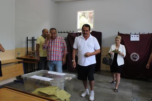 رای دادن تاتلیسس در حوزه انتخابیه ای در ازمیر