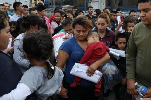 آزادی مهاجران غیرقانونی از زندان در اردوگاه مک آلن در مرز تگزاس و مکزیک/ رویترز