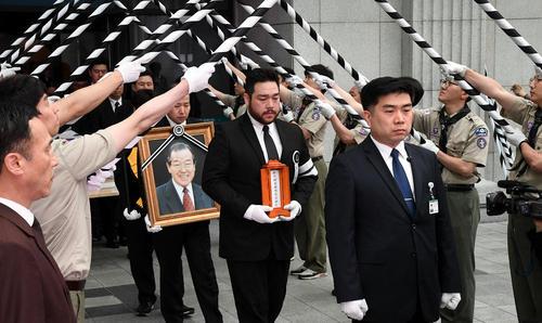 مراسم تشییع پیکر نخست وزیر اسبق و فقید کره جنوبی در سئول/ خبرگزاری یونهاپ