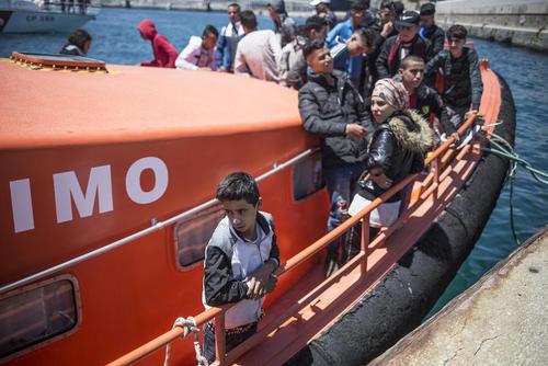 نجات یافتن پناهجویان و رسیدن آنها به بندری در اسپانیا
