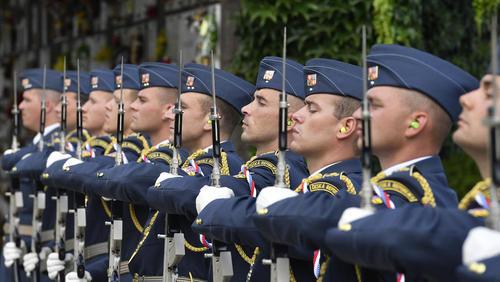 مراسم تشییع پیکر یک خلبان کهنهسرباز جنگ دوم جهانی در ارتش جمهوری چک/ پراگ