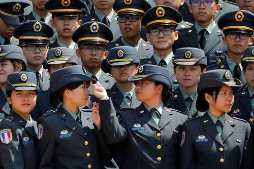 مراسم جشن فارغالتحصیلی افسران دانشکده نظامی در تایوان/ رویترز