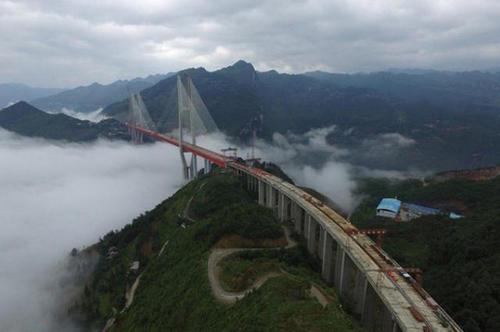 ساخت یک پل در شهر بیجای