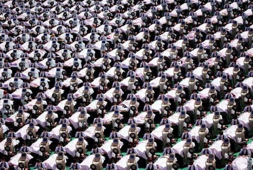 رکورد جهانی تجمع 1000 زن در یک مکان برای انجام ماساژ صورت