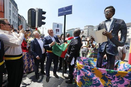 افتتاح میدان
