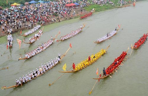 مسابقات قایقرانی در مانشان چین/ شینهوا