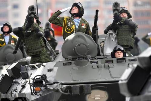 رژه ارتش بلاروس در روز استقلال این کشور؛ مینسک/ ایتارتاس