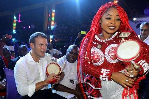 رییس جمهوری فرانسه در کلوبی شبانه در شهر لاگوس پایتخت نیجریه/ خبرگزاری فرانسه