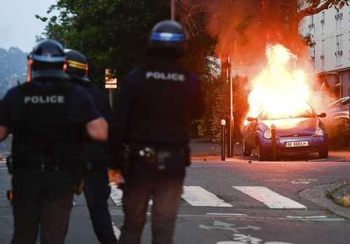 آشوب در شهر نانت فرانسه در پی شلیک پلیس به یک جوان 22 ساله / آسوشیتدپرس