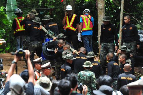 ادامه عملیات امداد و نجات ارتش تایلند به نوجوانان فوتبالیست گرفتار در یک غار در شمال تایلند