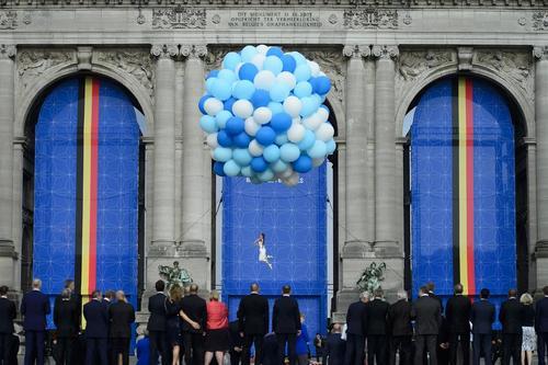 اجرای نمایش آکروباتیک برای رهبران ناتو و همسرانشان در حاشیه نشست دو روزه سران این پیمان امنیتی – نظامی در بروکسل