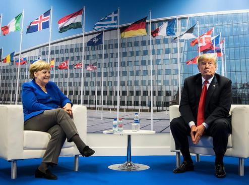 دیدار رهبران آمریکا و آلمان در حاشیه نشست سران ناتو در بروکسل/ خبرگزاری آلمان