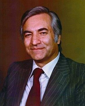در دوران معاونت نخست وزیر و سخنگویی دولت موقت مهندس بازرگان( پس از آن سفیر ایران در کشورهای اسکاندیناوی شد.)