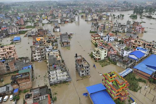 سیل در شهر  باختاپور نپال/ رویترز