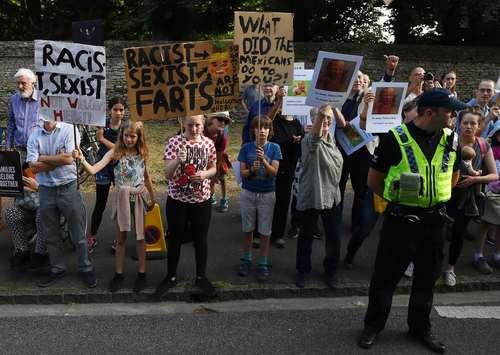 تظاهرات در مقابل کاخ بلنهایم در اعتراض به سفر ترامپ به بریتانیا/EPA