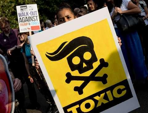 تظاهرات در مقابل سفارت آمریکا در لندن