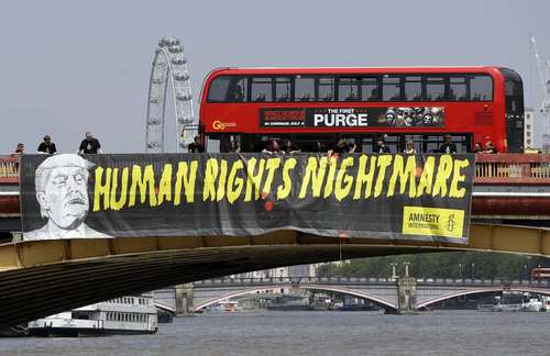 بنر سازمان عفو بین الملل روی پل واکسهال در لندن: ترامپ کابوس حقوق بشر است./ آسوشیتدپرس