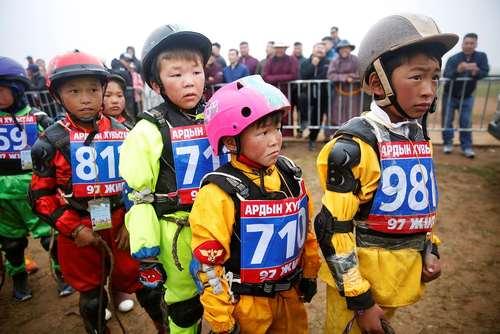 سوارکاران نونهال در یک جشنواره اسبسواری در اولانباتور مغولستان/ رویترز